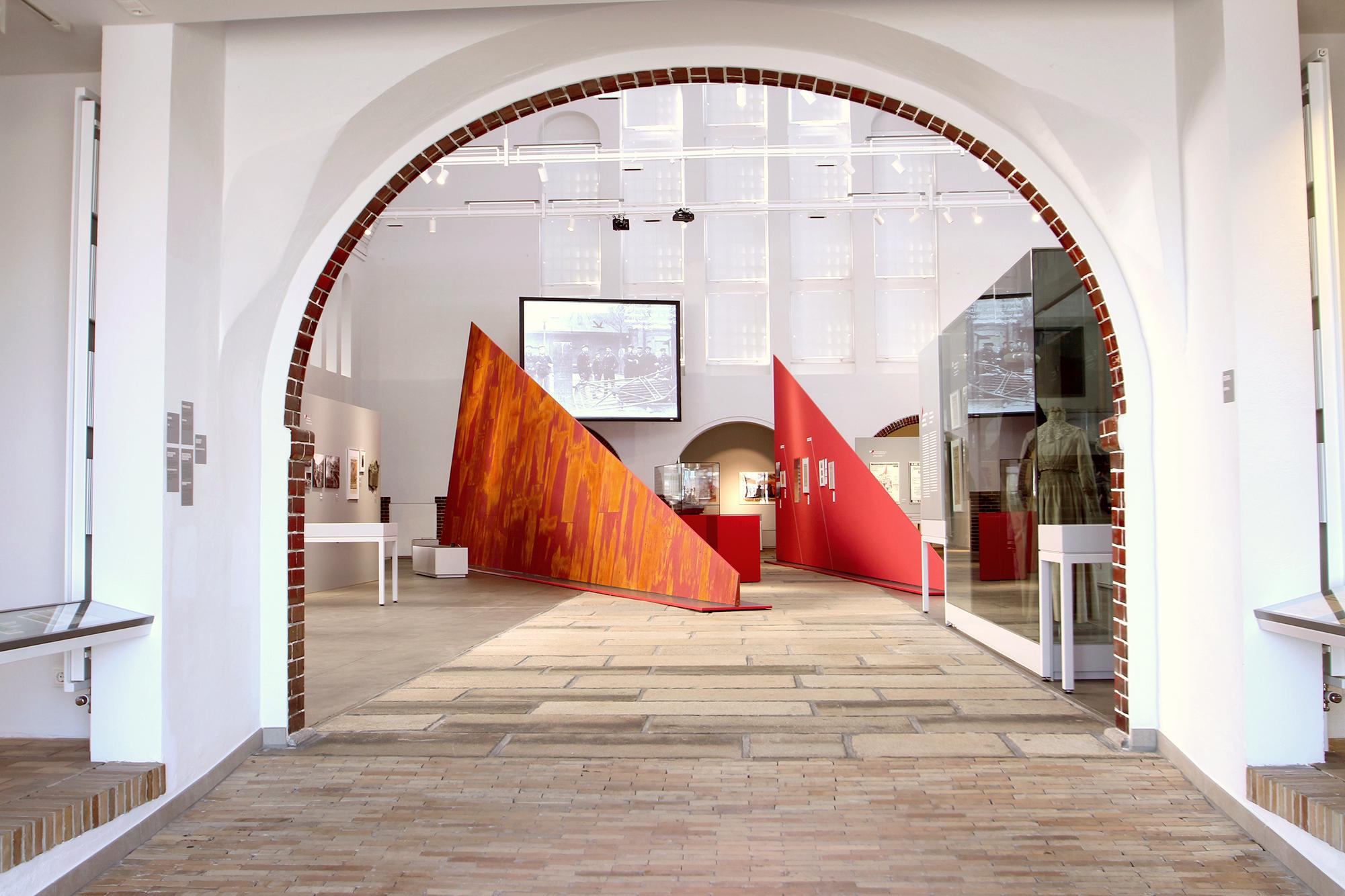 von GROTE Ausstellungsgestaltung und Design / Kieler Schifffahrtsmuseum Fischhalle – Die Stunde der Matrosen. Kiel und die Deutsche Revolution 1918