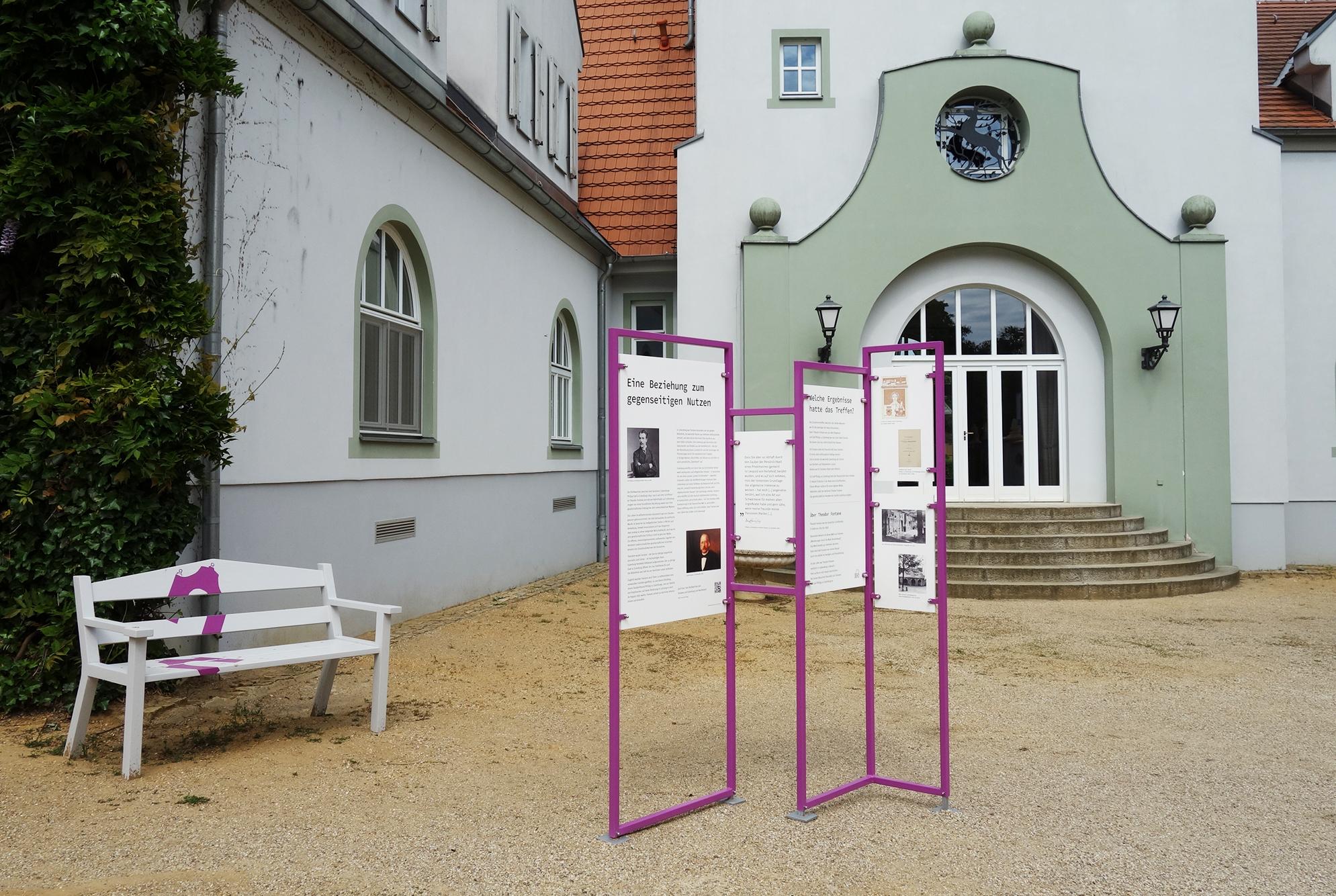 von GROTE Ausstellungsgestaltung und Design / Fontane auf Schloss Liebenberg OUTDOOR – AUSSTELLUNG
